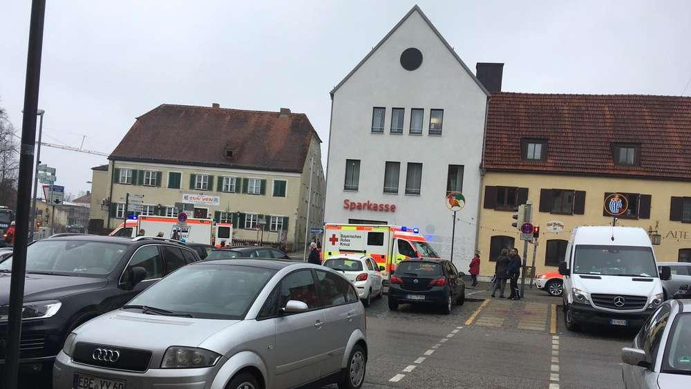 Ebersbergbayern Mann 87 Stolpert Auf Die Straße Und Wird Von
