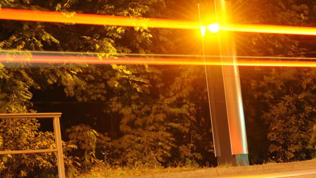 Über 20 Blitzer-Fotos in nur einer Nacht: Trotz Tarnung fand die Polizei den Täter.