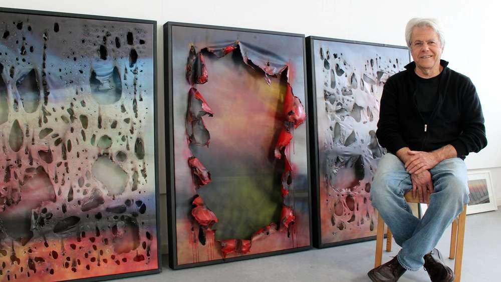 Künstler Wolfgang Bauer Brennt Löcher In Seine Bilder Und Zeigt Sie