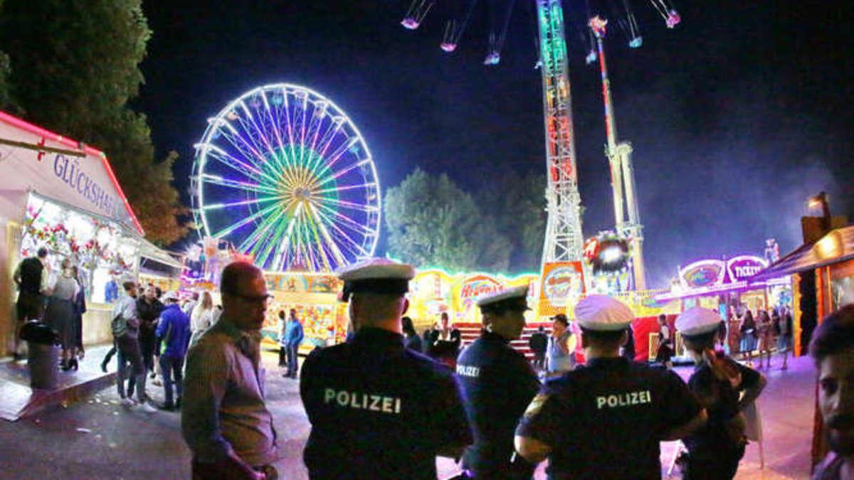 Massenschlägerei auf Volksfest: Polizistin verletzt - es fallen sogar Schüsse