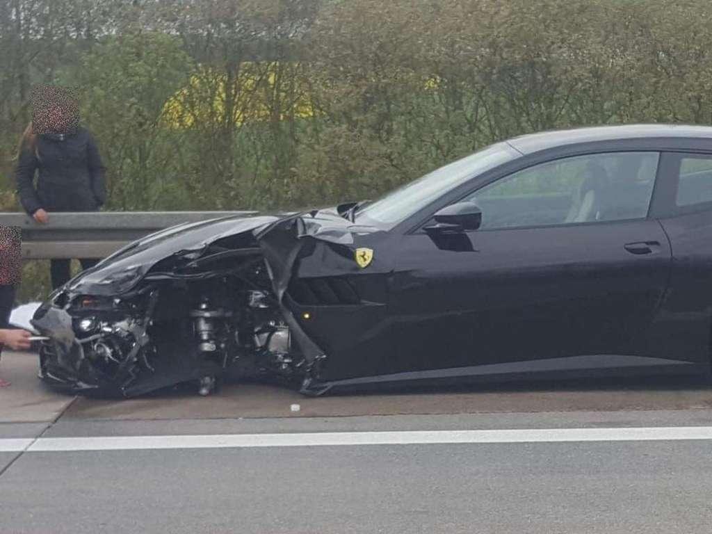 Ferrari Auf Autobahn Geschrottet Der Schaden Ist Schwindelerregend Welt