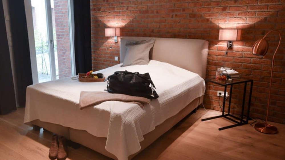 Schlafzimmer einrichten: So schaffen Sie mit Licht, Farbe ...