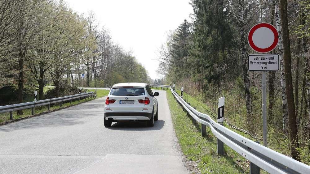"""1856355db59d0 Schleichweg auf die Autobahn - hier wird illegal abgekürzt  """"Fahrer zum Teil  sehr aggressiv"""""""
