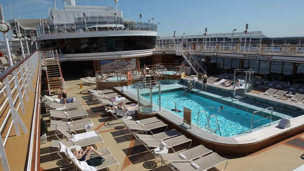 Dieses Verhalten am Kreuzfahrt-Pool ist verboten - und doch tun es viele