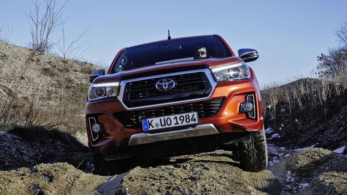 Toyota-Hilux-Testfahrt-mit-einem-Unkaputtbaren