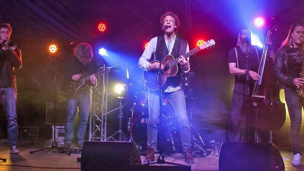 Sumpf Festival In Ostin Mit Vielen Bands Und Drei Bühnen