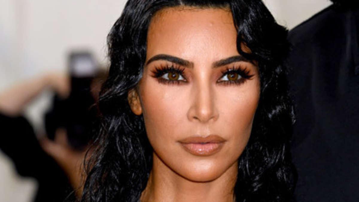 Kim Kardashian leistet sich schon wieder peinliche Foto-Panne   Boulevard - Merkur.de