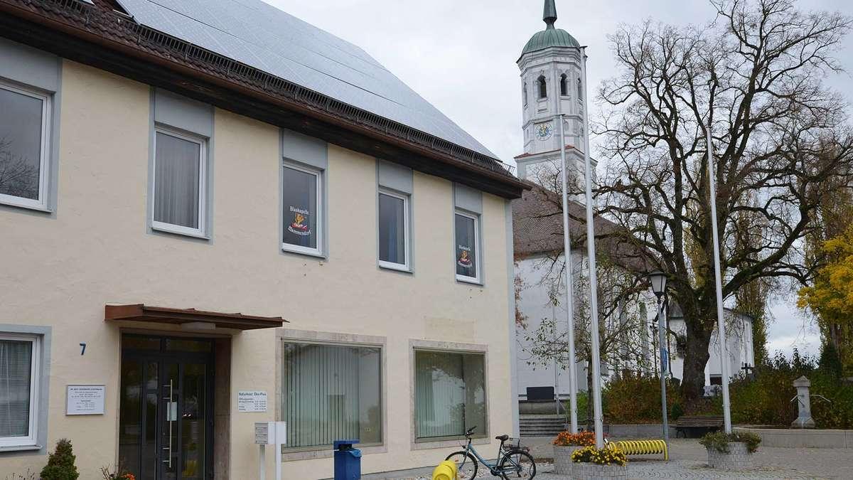 Mammendorf/Umzug einer Eisdiele an den Kirchvorplatz vom Tisch | Mammendorf - Merkur.de