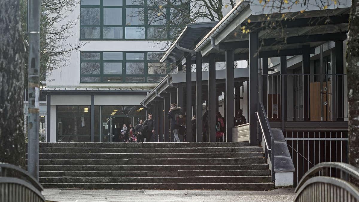 Grafing/Bayern: Polizisten ermitteln gegen Gymnasiasten wegen Volksverhetzung   Grafing - Merkur.de