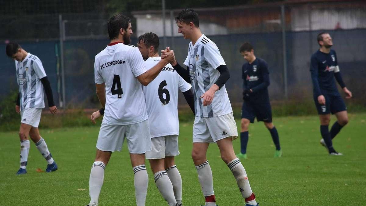 Tabellenführer FC Lengdorf gewinnt souverän gegen den TSV Moosburg - Merkur.de