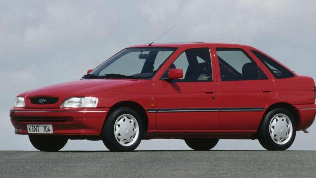 Vom Ford Escort kam 1990 die fünfte Generation in den Handel - sie war im Vergleich zur vorherigen deutlich länger.