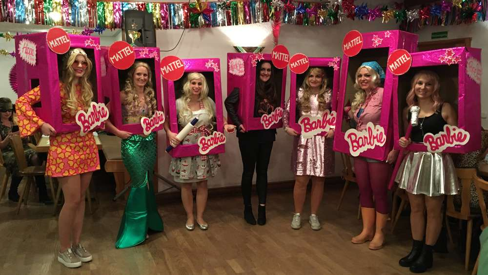 Barbies beim Eittinger Frauenfasching