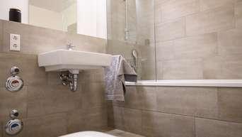Fliesen Reinigen Das Mussen Sie Beim Putzen In Bad Kuche Und Auf Dem Balkon Beachten Wohnen