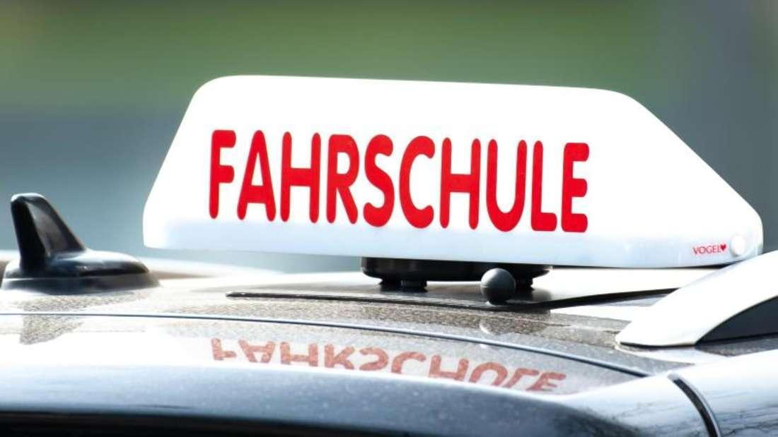 Weniger Fahrschüler machen ihren Führerschein bereits mit 17. Foto: Swen Pförtner/dpa