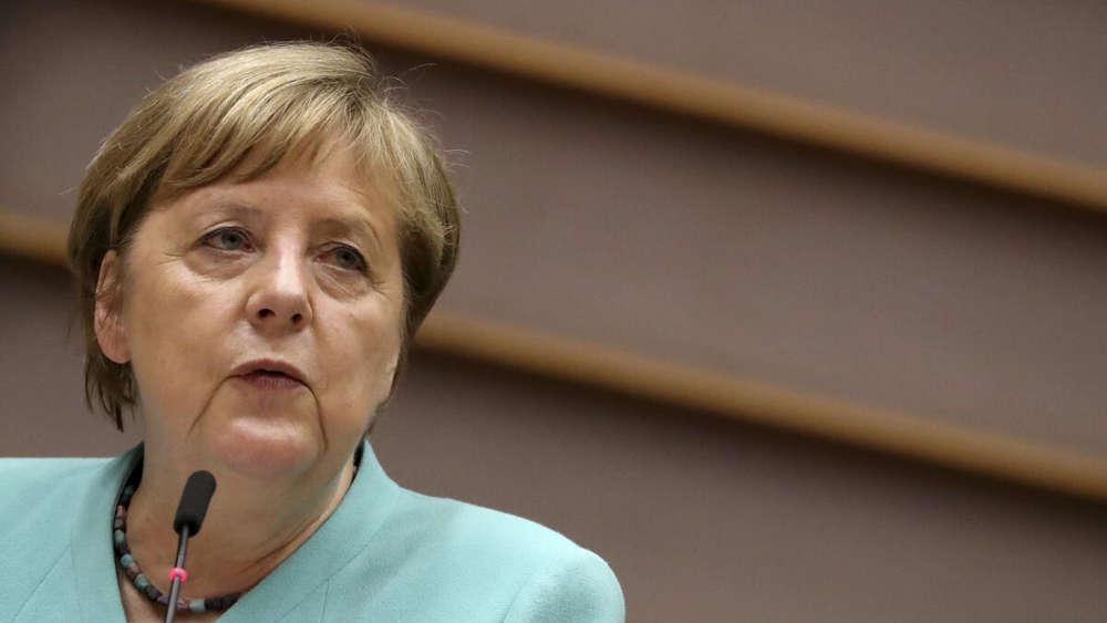 Bundeskanzlerin Angela Merkel spricht im Plenum des Europäischen Parlaments.