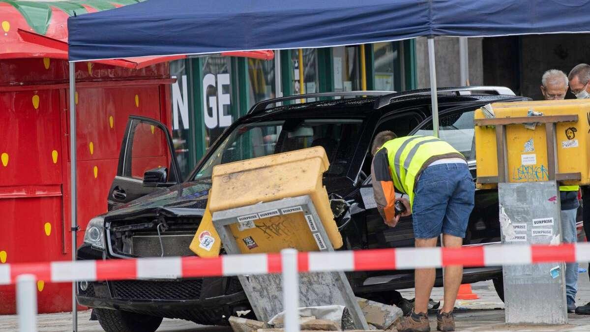 Mann rast mit Auto (Mercedes SUV) in Menschengruppe in Berlin: Polizei lässt Fahrer auf freien Fuß - Ermittlungen gehen weiter
