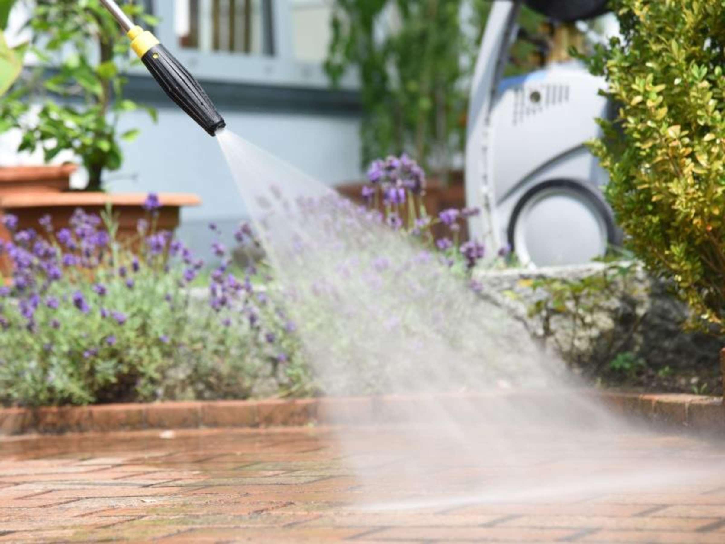 Terrasse reinigen mit dem Hochdruckreiniger So geht's ohne Gefahr ...