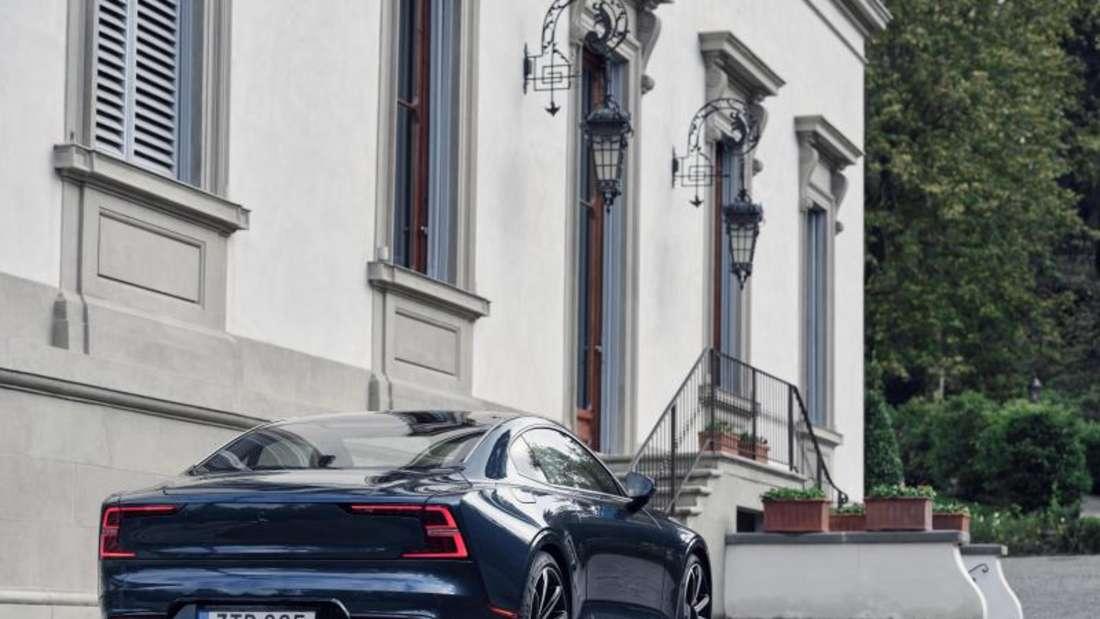 Das sportliche Heck verspricht nicht zu viel: Mit einer Systemleistung von 609 PS beschleunigt der Polestar 1 in 4,2 Sekunden auf 100 km/h. Foto: Polestar/Volvo Car/Geely/dpa-mag