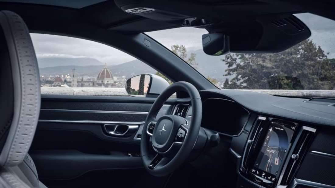 Zur technischen Ausstattung des Polestar 1 gehören ein Head-up-Display, ein Online-Infotainmentgerät und ein üppiges Paket an Assistenzsystemen. Foto: Polestar/Volvo Car/Geely/dpa-mag