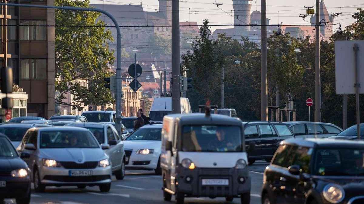 Warnstreik legt Städte lahm - Kunden mit...