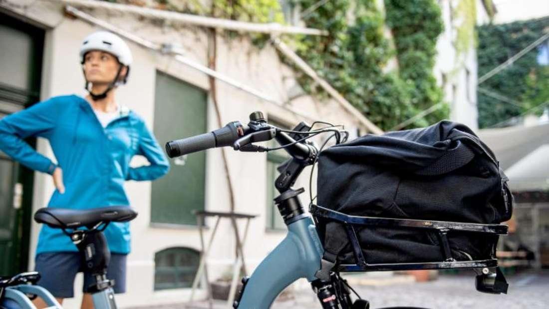 Pustekuchen, wenn die Technik unterwegs eine Reparatur einfordert, kann auch ein Schutzbrief für Fahrräder sinnvoll sein. Foto: Zacharie Scheurer/dpa-tmn