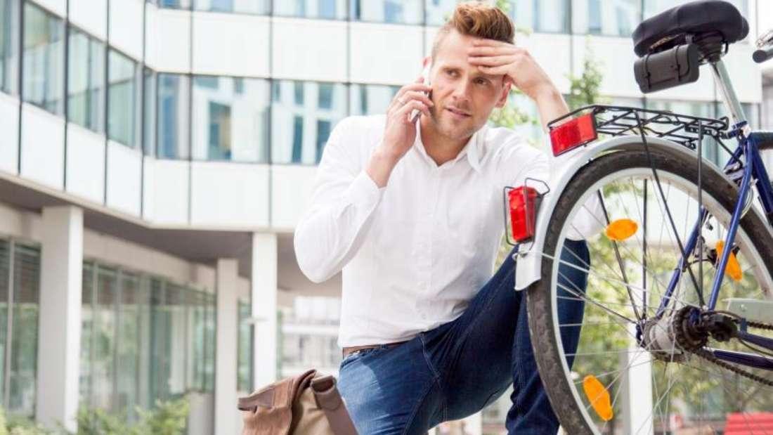 Nicht nur Autos, auch moderne Fahrräder werden immer komplizierter, bei Pannen kann Profi-Hilfe erforderlich werden. Foto: Christin Klose/dpa-tmn