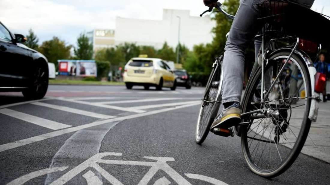 Schutzbriefe wie vom Auto bekannt, werden auch für Fahrradfahrer angeboten. Foto: Britta Pedersen/dpa-Zentralbild/dpa-tmn