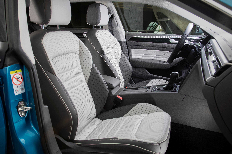 Beim Interieur klopft der neue Arteon sowohl als Limousine als auch als Kombi bei der Premium-Klasse an. Sogar eine 700-Watt-Sound-Anlage ist bestellbar.