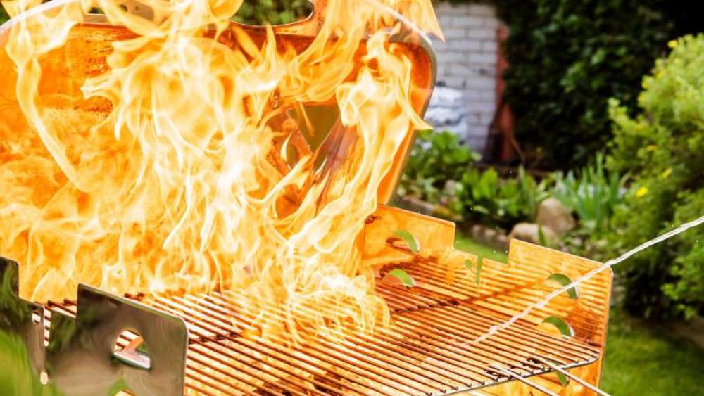 Grill in Flammen
