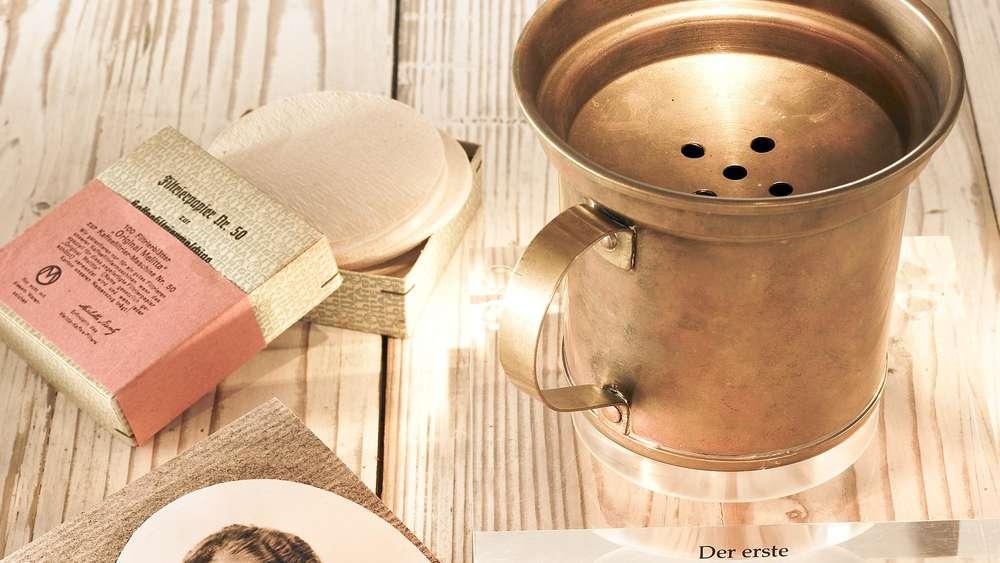Der Kaffeefilter von Melitta Bentz wird 100 Jahre alt.