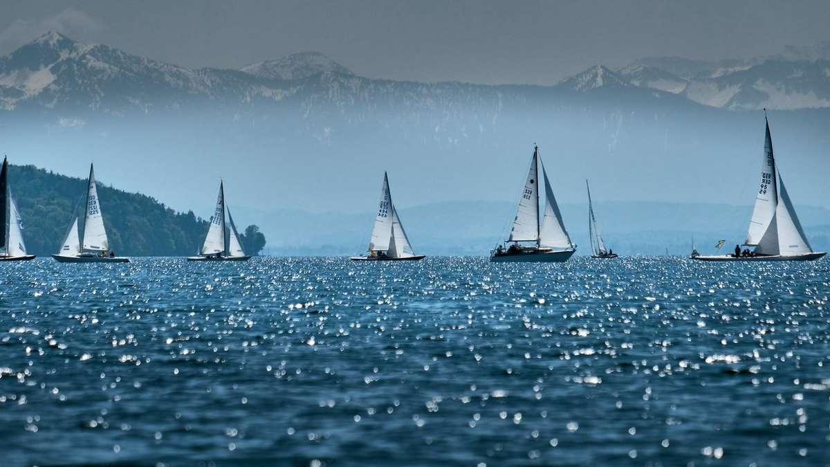 Starnberger See: Münchner hängt Schwimminsel ans Motorboot - Wasserpolizei schreitet ein