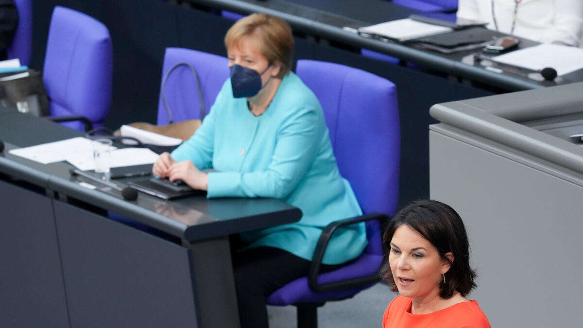 """Merkel mit """"kritischer Anmerkung"""" für EU - Baerbock leugnet Bewerbungsrede, Laschet kämpft gegen Zwischenrufe"""