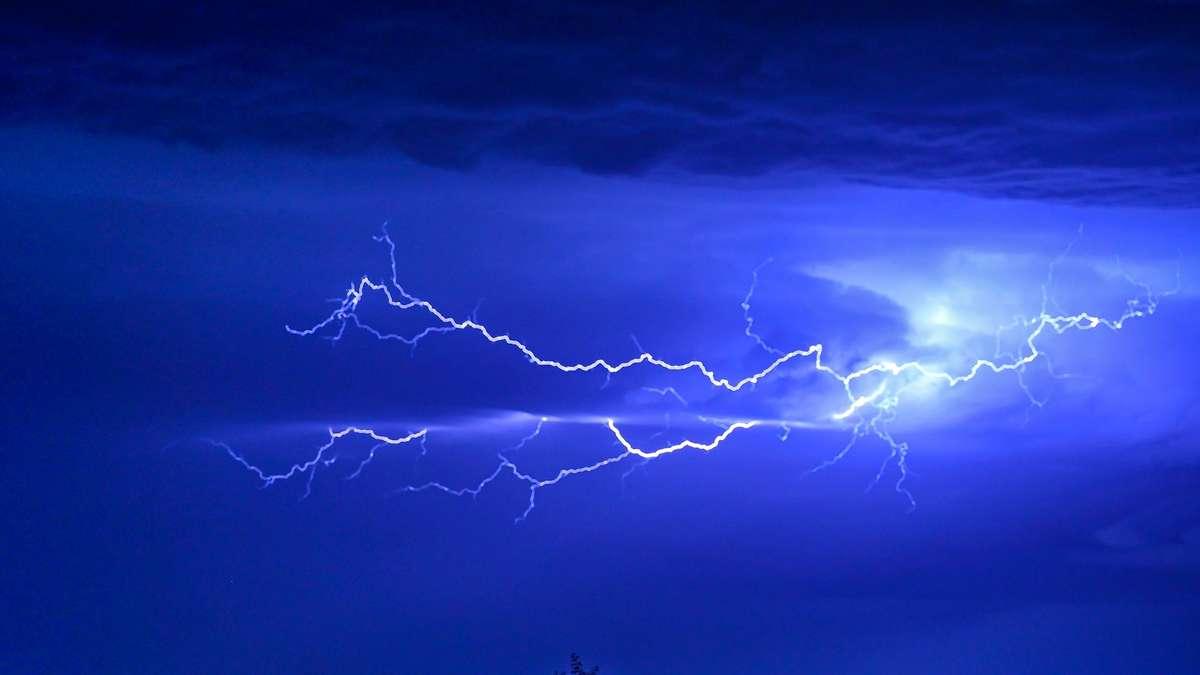 """Wetter in Deutschland: Neue Gewitter-Walze im Anmarsch - Expertin befürchtet """"turbulente Nacht"""""""
