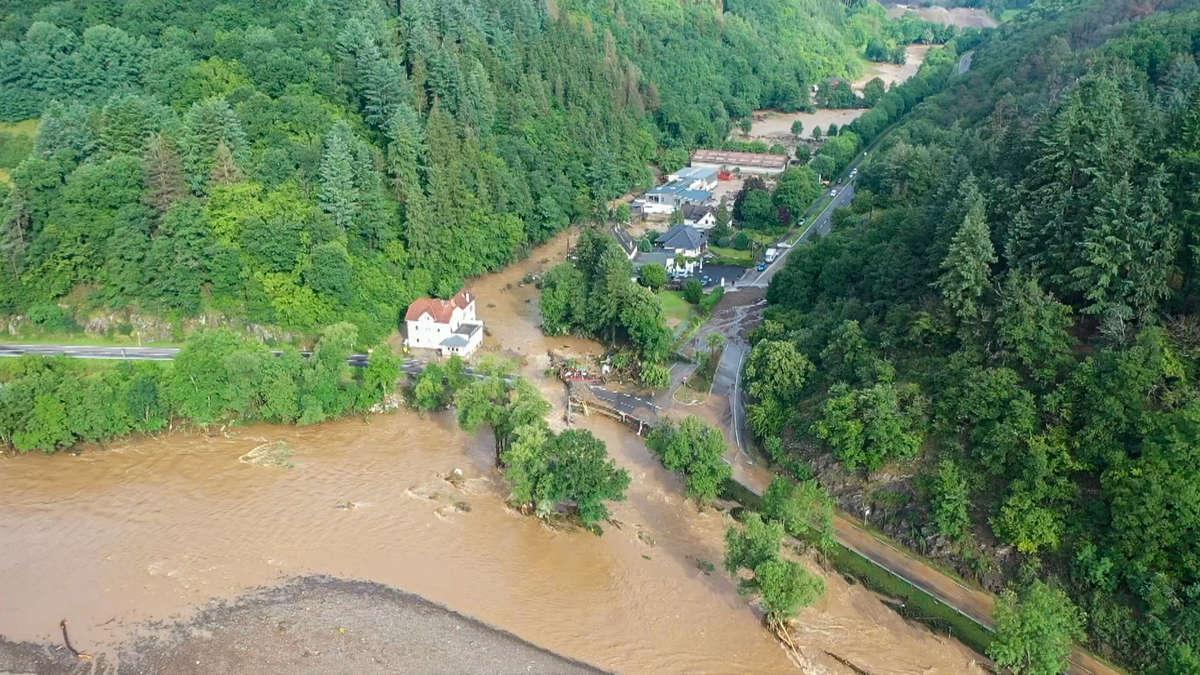 Tragische Szenen im Kreis Ahrweiler: Videos zeigen erschreckendes Ausmaß der Hochwasser-Katastrophe