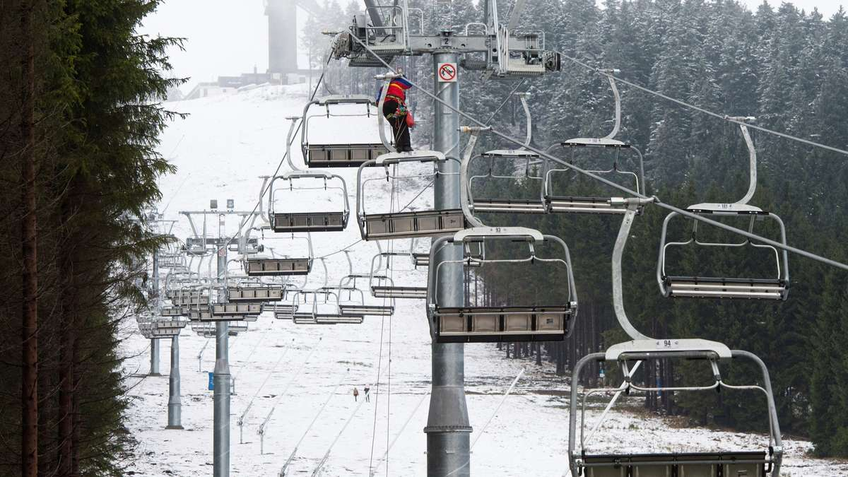 Wirbelbruch nach Liftfahrt: Frau verklagt Bergbahnen Sudelfeld GmbH auf Schadenersatz