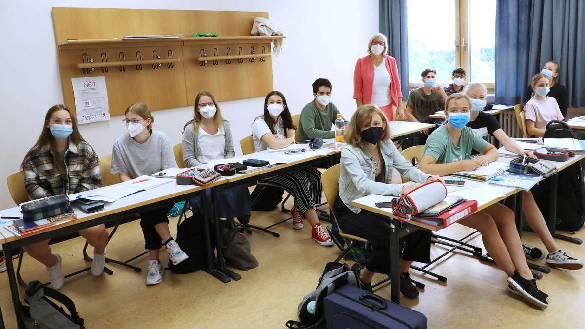 Freisinger Schulleiterin begrüßt Maske im Unterricht, andere Entwicklungen machen ihr Sorgen