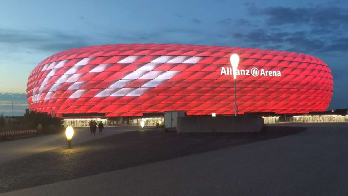 Does FC Bayern reveal a contract extension HERE? Arena lighting gives clear indications - The ...
